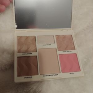 Cover fix highlighter bronzer and blush palette.